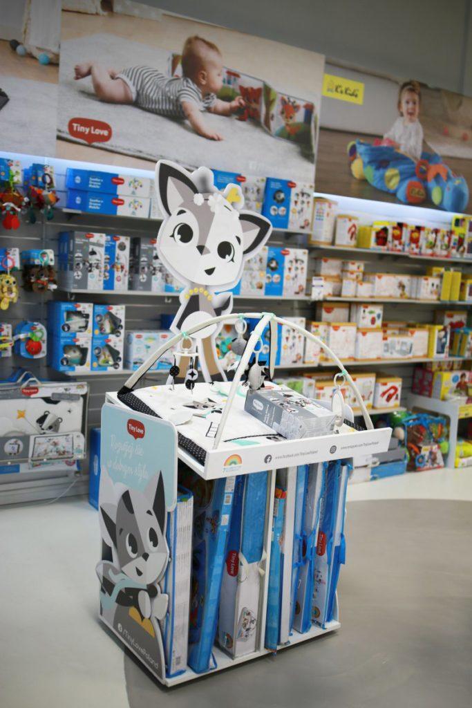 Ekspozytor sklepowy przeznaczony do prezentacji rozpakowanego produktu. Stojak posiada również magazynek